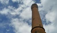 """Tarlaların ortasında kalan tarihi """"Kırık Minare"""""""