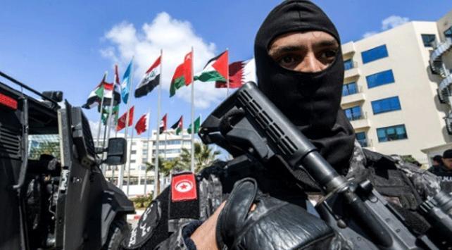 Libyadan Tunusa girmeye çalışan silahlı 13 Fransız yakalandı