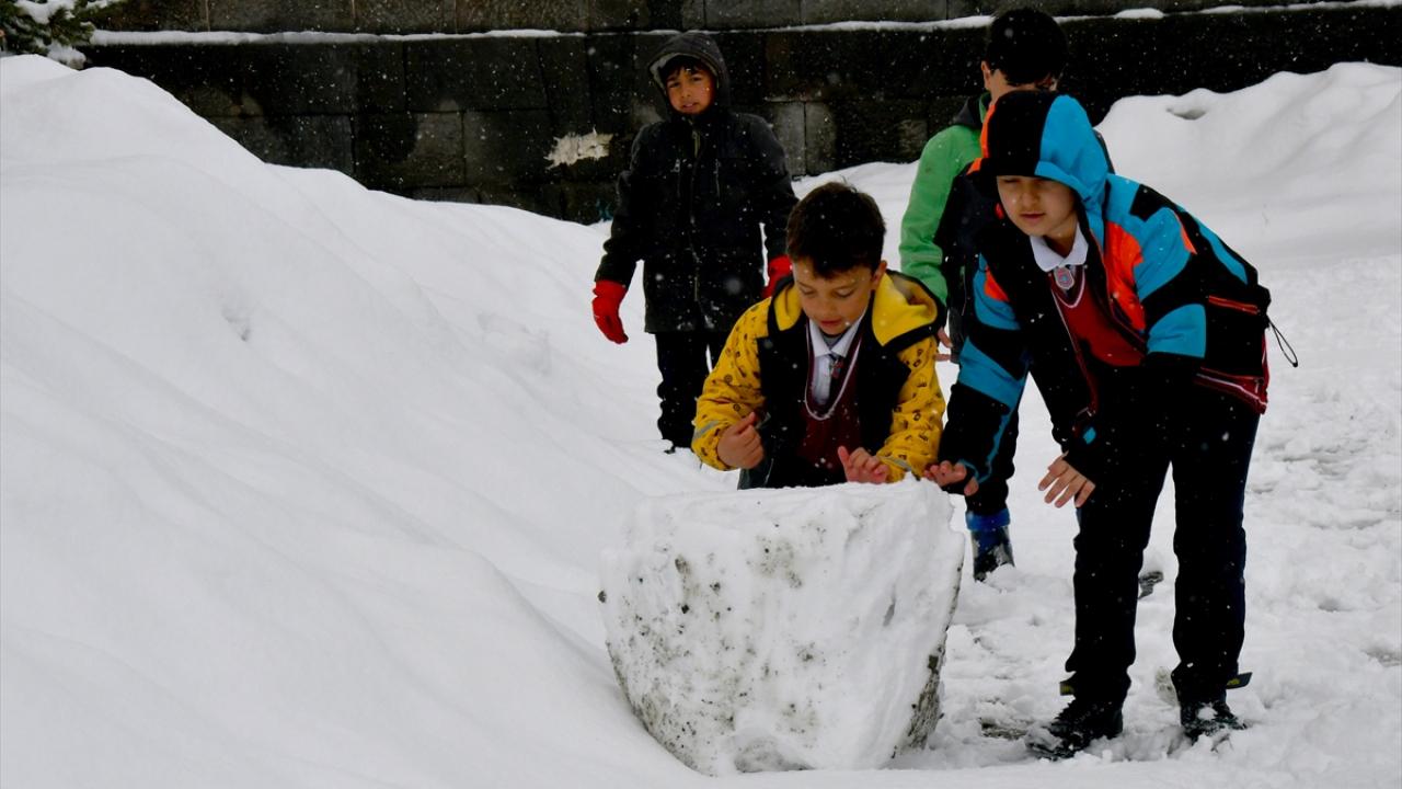 Bahar mevsiminde Doğuya kar sürprizi