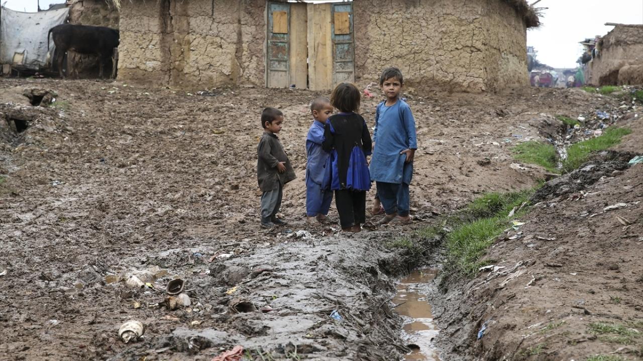 Pakistandaki sert yağış Afgan mültecilerin hayatını zorlaştırıyor
