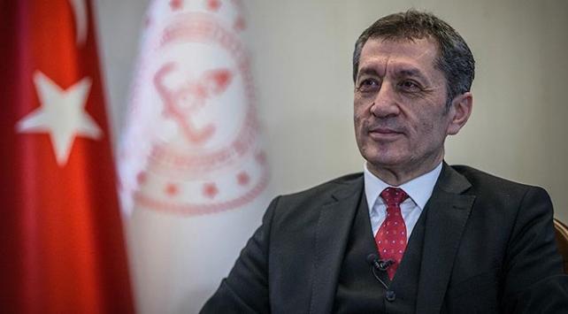 """Bakan Ziya Selçuktan """"tatil"""" açıklaması"""