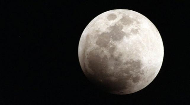Meteor yağmurları Ayda su buharı ortaya çıkarıyor