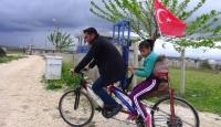 Engelli kızının bisiklete binme hayalini kendi tasarımı ile gerçekleştirdi