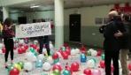 Kanseri yenen öğretmenlerini konfetilerle karşıladılar