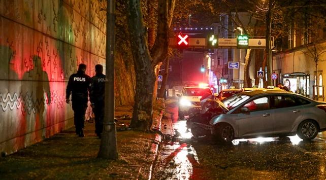 Beşiktaşta otomobil ve motosiklet çarpıştı: 1 ölü, 1 yaralı