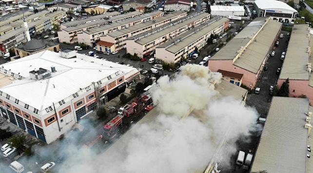 Başakşehirde sanayi sitesinde 2 iş yeri yandı