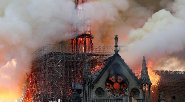 Notre Dame Katedralindeki yangında kısa devre şüphesi