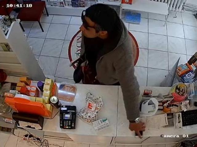 Ankara'da eczanelerden cep telefonu çalan şahıs yakalandı