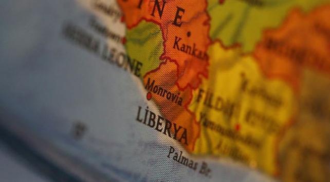 Liberyada yılanlar Devlet Başkanı Weahi ofisinden etti