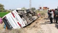 Pakistan'da yolcu otobüsü devrildi: 8 ölü