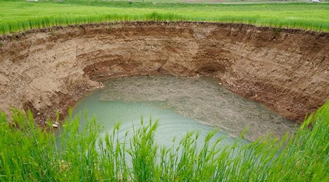Siirtte buğday tarlasında obruk oluştu