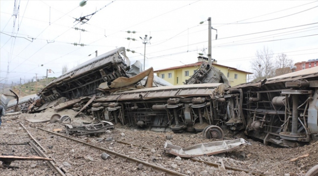 Malatyada maden yüklü vagonlar, gardaki vagonlara çarptı