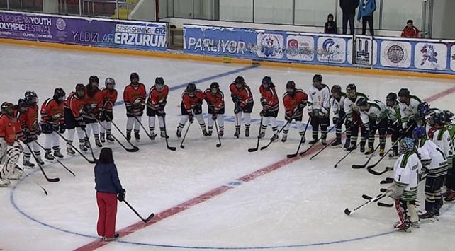 Kadın buz hokey takımı lige damgasını vurdu