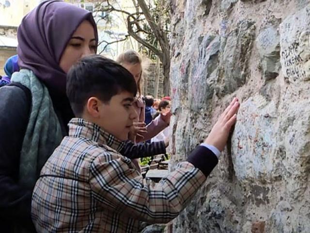 Görme engelli çocuklara İstanbul'u gezdirdiler