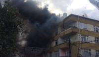 Beyoğlu'nda 4 katlı binada yangın