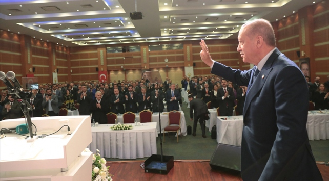 Cumhurbaşkanı Erdoğan, AK Parti İstanbul İl Başkanlığında partililerle bir araya geldi