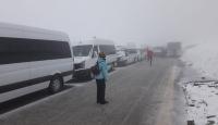 Nemrut Dağı'nda mahsur kalan 70 araçlık turist kafilesi kurtarıldı