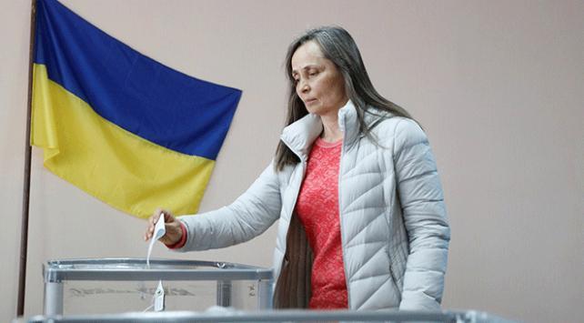 Ukraynada halk ikinci kez sandık başında