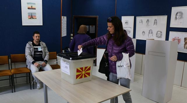 Kuzey Makedonyada halk cumhurbaşkanlığı seçimi için sandık başında
