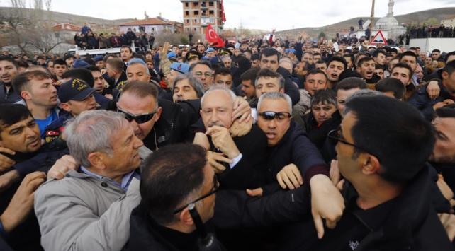 CHP Genel Başkanı Kılıçdaroğluna şehit cenazesinde saldırı