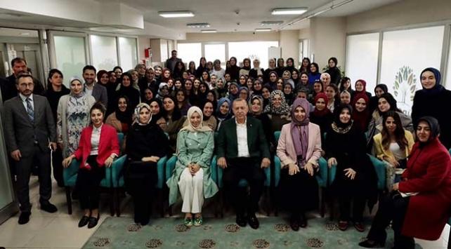 Cumhurbaşkanı Erdoğan'dan kız öğrenci yurduna ziyaret
