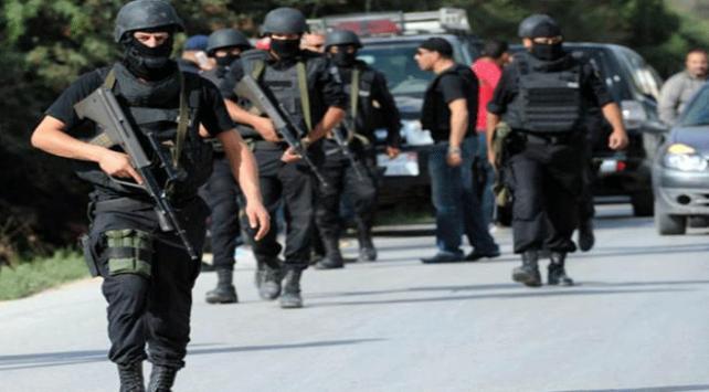 Tunusta silahlı 13 Fransız vatandaşının yakalanmasının yankıları sürüyor