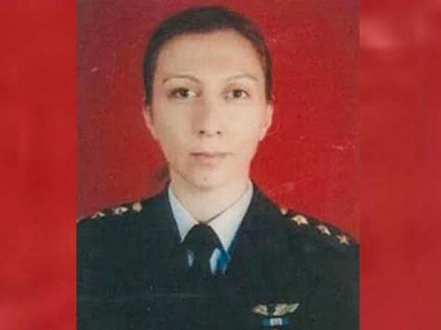 FETÖ mağduru pilot Melike Kuvvet hukuk mücadelesini kazandı