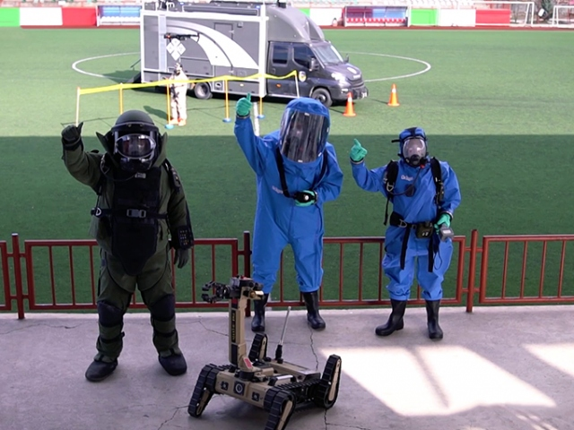 Bomba imha polislerinin zorlu eğitimi