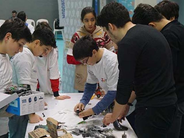Özel yetenekli çocuklar geleceğin teknolojisini DENEYAP Teknoloji Atölyeleri'nde öğreniyor