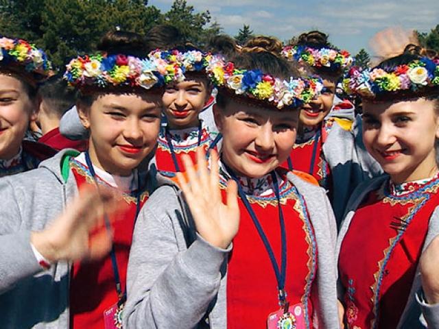 TRT'nin 23 Nisan şenliğine gelen çocuklar Anıtkabir'i ziyaret etti