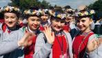 TRTnin 23 Nisan şenliğine gelen çocuklar Anıtkabiri ziyaret etti