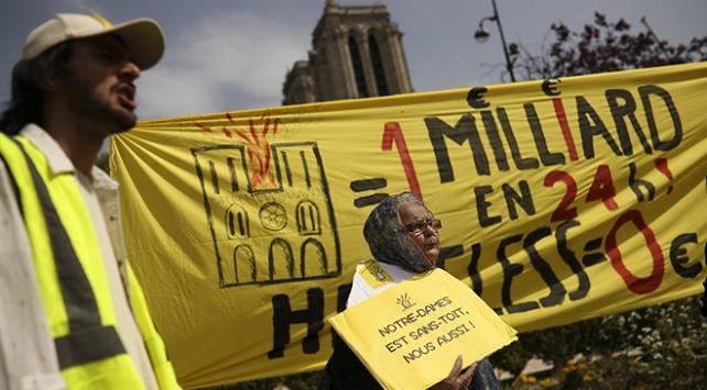 Notre Dame dışındaki evsizlerin isyanı: Bizim de çatıya ihtiyacımız var