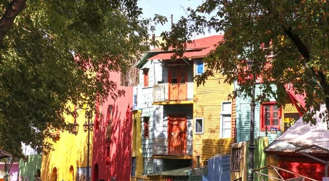 """Renkli evleri, süslü duvarlarıyla """"La Boca Mahallesi"""""""