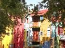 Renkli evleri, süslü duvarlarıyla La Boca Mahallesi