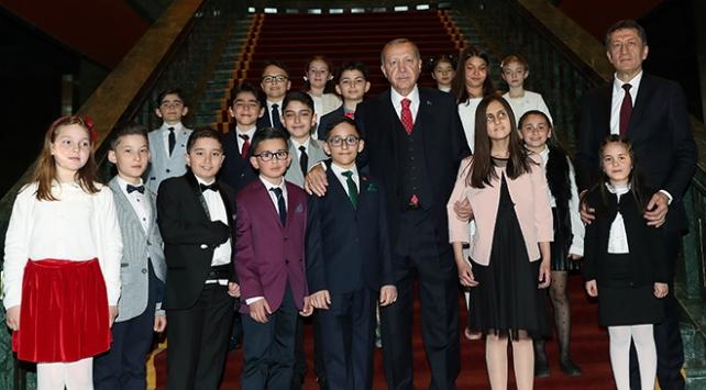 Cumhurbaşkanı Erdoğan koltuğunu Ozan Sözeyataroğluna bıraktı