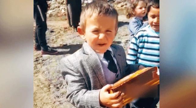 5 yaşındaki muhtar adayı sözünü tuttu
