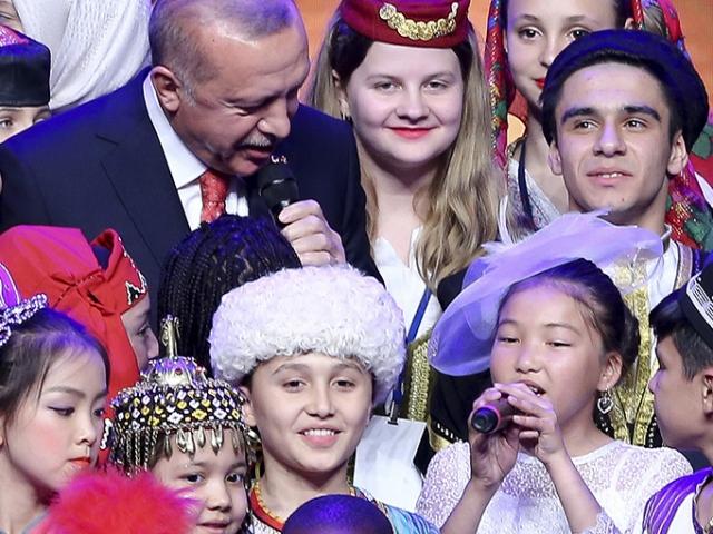 Cumhurbaşkanı Erdoğan çocuklarla düet yaptı