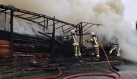 Ataşehir'de kereste deposundaki yangın söndürüldü