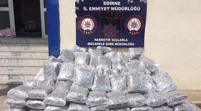 Edirnede tırda 450 kilogram uyuşturucu ele geçirildi
