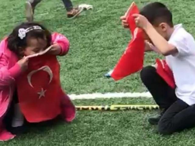 Çocukların duygulandıran bayrak sevgisi