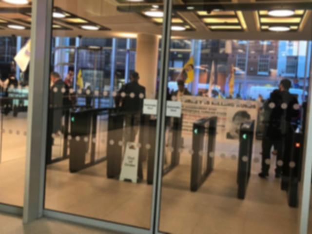 Terör örgütü yandaşlarından TRT World'ün Londra'daki binasına baskın