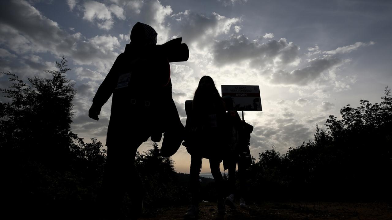 Gençler atalarının izinde Conkbayırına yürüdü