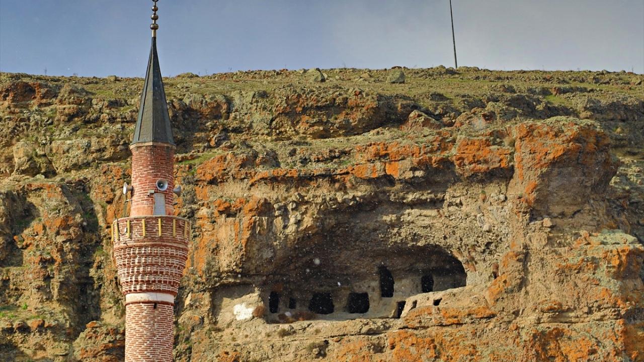 Sakaeli Kaya Mezarları ziyaretçilerini bekliyor