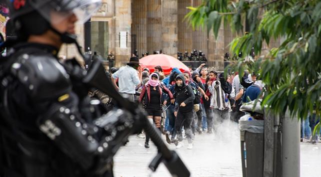 Kolombiya'da göstericiler ve polis arasında arbede