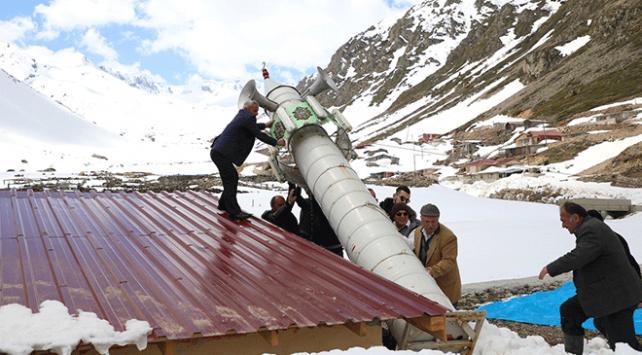 Rizede kışın korumak için yere yatırılan mobil minare kaldırıldı