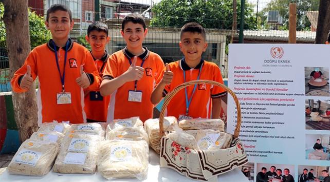 Öğrenciler ürünlerini organik pazarda satıyor