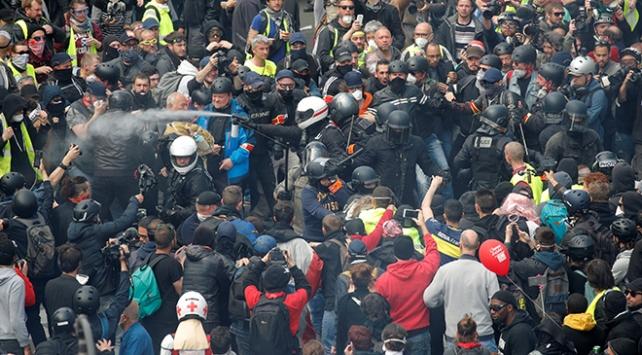 Paristeki 1 Mayıs gösterilerinde sokaklar karıştı