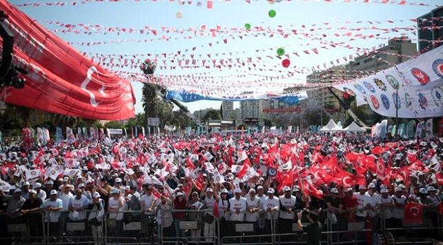 1 Mayıs etkinliklerine 303 bin kişi katıldı
