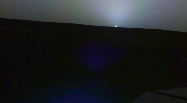 Insight Marsta gün doğumunu görüntüledi