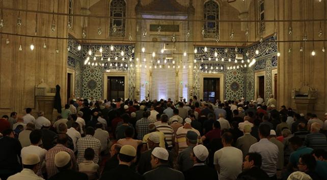 Ramazan ayının ilk teravih namazı pazar günü kılınacak